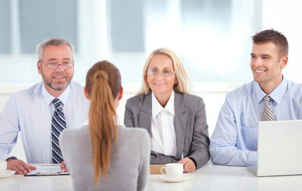 Recruter seul ou avec un service de recrutement ?