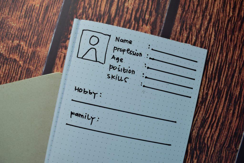 Que doit contenir la fiche persona ?